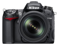 D7000 18 105 front rgb 200x152 Photokina: Mein Tag 2 mit Canon, Nikon, Abzügen & Joe McNally