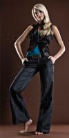 Sandra (inzwischen Playboy-Model) zeigt die Fußhaltung, die sonst hohe Schuhe mit sich bringen. (Bild unbearbeitet, außer RAW-Einstellungen)